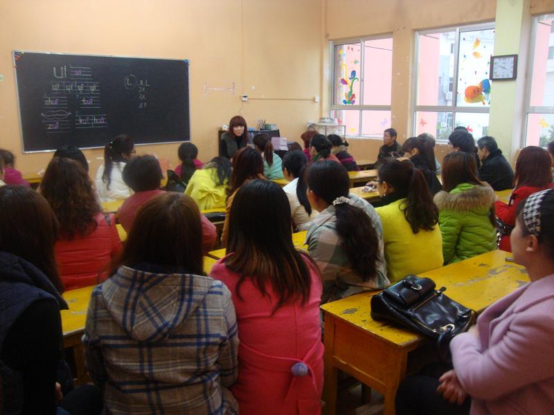 14年临川区青少年宫附属幼儿园 春季开学初期各班开展家长会